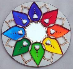 Pines recomendados en Mandalas Stained Glass Patterns, Mosaic Patterns, Stained Glass Art, Mandala Artwork, Mandala Painting, Mandala Design, Cd Crafts, Arts And Crafts, Cd Art