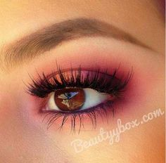 So pretty! Vibrant eyeshadow