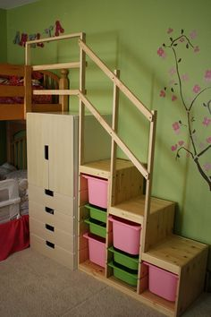 IKEA toy storage hacks - make bunk bed steps with the IKEA STUVA AND TROFAST / Grillo Designs Sharing 21 awesome IKEA storage hacks for all your kids toys. These IKEA toy storage hacks will help you to get organised on a minimum budget. Mydal Ikea, Trofast Ikea, Bunk Bed Steps, Bunk Beds With Stairs, Loft Stairs, Bed Rails, Ikea Bunk Bed, Kids Bunk Beds, Loft Beds
