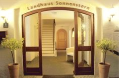 Landhaus Sonnenstern - Haupteingang - main entrance Virtual Tour, Oversized Mirror, Furniture, Home Decor, Farmhouse, Stars, Decoration Home, Room Decor, Home Furnishings