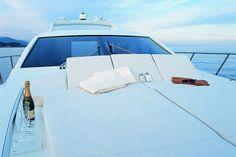 Υπερπολυτελείας Yachts προσφέρονται για βόλτες σε ελληνικές θάλασσες!! Για περισσότερες πληροφορίες δείτε στο site μας: www.cruisesholidays.gr Για κρατήσεις καλέστε μας εδώ: 6948364770