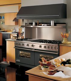 """Viking VGCC5606GQWH 60"""" Pro-Style Gas Range with 6 VSH Pro Sealed Burners w/ VariSimmers, 4.0 cu. ft. ProFlow Convection Ovens, Infared Broiler, Griddle/Simmer Plate and Char-Grill: White"""