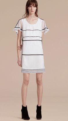 Vestido recto en fil coupé y encaje