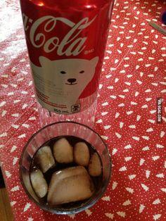 A polar bear stepped in this glass of coke Coca Cola Can, Always Coca Cola, World Of Coca Cola, Coca Cola Bottles, Coca Cola Christmas, Christmas Drinks, Best Soda, Coca Cola Kitchen, Fotografia