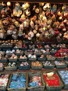Ornaments for every taste at Vienna's Christmas markets