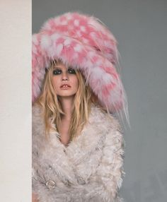 lara stone by alasdair mclellan, love magazine Pink and white oversized hat Silly Hats, Lara Stone, Fur Accessories, Pastel, Punk, Pink Hat, Everything Pink, Pretty In Pink, Editorial Fashion