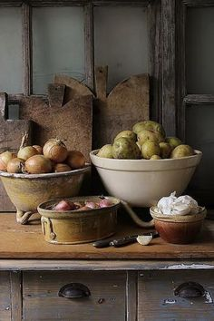Tuscan design – Mediterranean Home Decor French Country Kitchens, French Country Farmhouse, French Kitchen, French Cottage, French Country Decorating, Country Blue, Rustic Cottage, Country Living, Kitchen Items