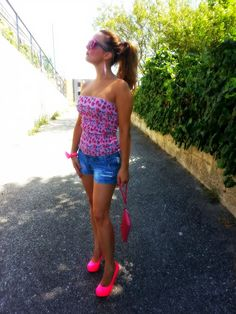NonSoloModa By La Tea: Shorts and pink shoes: glam look!