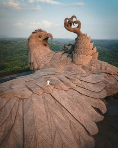 "When nature turns into art 🦅 ""Never have I ever seen something quite as magnificent as Jadayupara, a mythical eagle that just so happens to be the largest bird sculpture in the world!"" 🌏 Jatayu Earth's Center, India. Photo and caption by Source Mountains In India, Street Photography, Travel Photography, Nature Photography, Parque Natural, Bird Statues, Destination Voyage, Bird Sculpture, 10 Years"