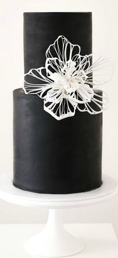 Rice paper flower on point :ok_hand: Digging the black and white motif. Black Wedding Cakes, Wedding Cakes With Flowers, Fondant Wedding Cakes, Fondant Cakes, Gorgeous Cakes, Amazing Cakes, Black White Cakes, Creative Wedding Cakes, Creative Cakes