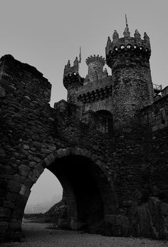 Ponferrada Castle, Galicia, Spain photo via sergey Beautiful Castles, Beautiful Places, Spain And Portugal, Gothic Architecture, Architecture Design, Medieval Fantasy, Narnia, Abandoned Places, Scenery