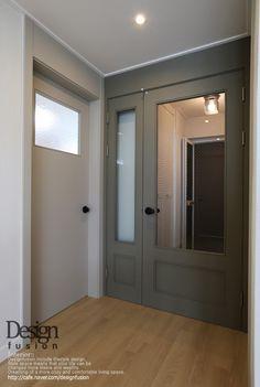모노톤의 현관중문인테리어 [32평아파트인테리어] : 네이버 카페 Gray Interior, Interior Styling, Interior Design, Door Design, House Design, Entrance Doors, Home Kitchens, Beautiful Homes, Building A House
