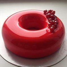 Wie ein riesiger Donut. | Diese Torten sind so perfekt, dass Du vor Glück auf die Knie fallen willst