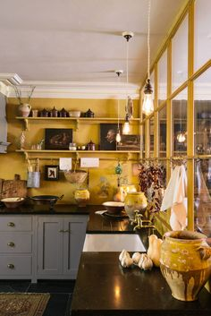 Home Interior Styles yellow kitchen with gray cabinets.Home Interior Styles yellow kitchen with gray cabinets European Kitchen Cabinets, European Kitchens, Devol Kitchens, Home Kitchens, Ideas Hogar, Shaker Kitchen, Shaker Style Kitchens, Kitchen Worktop, Cuisines Design