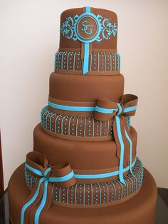 Brown wedding cake by A de Açúcar Bolos Artísticos, via Flickr