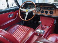 1966 Ferrari 330 GT 2+2 | Series II | Colombo V12, 3,967 cm³ | 300 bhp | Design: Pininfarina