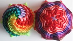 Ball Ornaments, Ornament Wreath, Quilted Fabric Ornaments, Christmas Balls, Christmas Ornaments, Bow Hanger, Craft Show Ideas, Ribbon Work, Xmas Decorations