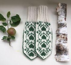 Vottemønster,Sokkemønster ,mønster til pannebånd og mini Selbu 🐑🇳🇴 | FINN.no Mittens, Knitting Patterns, Gloves, Socks, Monogram, Embroidery, Crochet, Projects, Handmade