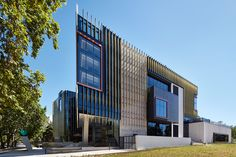 Project Adelaide Botanic High School is not only Adelaide's first vertical school, but also the first vertical high school in Australia, according to Cox Architecture. Education Architecture, Architecture Student, Architecture Design, High School In Australia, School Building Design, Western University, Sydney City, Urban Setting, Brutalist