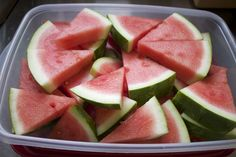 Nest Candy: How to Cut Watermelon into Triangle Slices