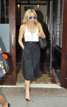 Kate Hudson in Alice + Olivia gaucho pants