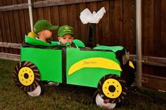 Make a wagon into a John Deere tractor for Halloween costume