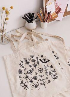 Floral Tote Bags, Printed Tote Bags, Cotton Tote Bags, Embroidery Bags, Embroidery Designs, Diy Tote Bag, Cute Tote Bags, Jute, Diy Clothes