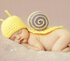 Baby Outfits For Girls Boys Newborn Knit Crochet Clothes Photo Photography Prop. Suitable for both baby girls and baby boys. Newborn Crochet, Crochet Baby Hats, Crochet Beanie, Cute Crochet, Crochet Clothes, Baby Knitting, Knit Crochet, Baby Newborn, Hand Crochet
