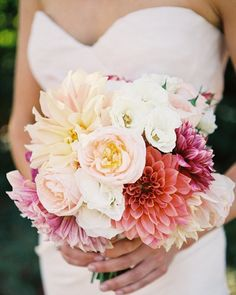 I'm on the east coast and you can tell Fall is in the air. Dahlias are still so beautiful right now and our lovely bride Noa worked with @nataliebdesigns to ensure colorful seasonal flowers and citrus were used for her besutiful Napa wedding. We loved the results! Photo: @byleah #amynicholsspecialevents #risingtidesociety #soloverly #eventplanner #savvybusinessowner #weddingflowers #weddingdetails #bestday #bouquet #sfweddingplanner #shesaidyes #flowerpower #weddingplanning #freshflowers…