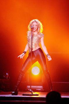 Shakira's Style - Fashion Pictures of Shakira - ELLE