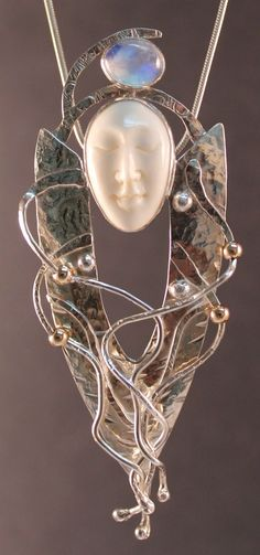 Spirit Pendant - Art Jewelry Magazine - Jewelry Projects and Videos on Metalsmithing, Wirework, Metal Clay by Lisa Lawson Z03mq