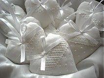 Dekorácie - Biele srdiečka - krajkové, perličkové - 2504281