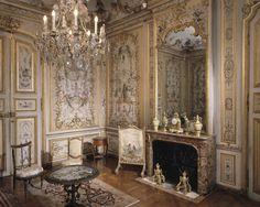 La Grande Singerie boudoir 1737, murals Christophe Huet| chateau de Chantilly