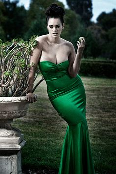 Laura Wells + Green amazing dress=perfection