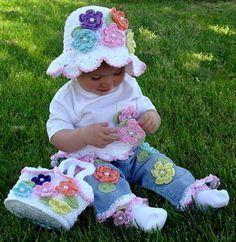 A  criança e suas flores de crochê