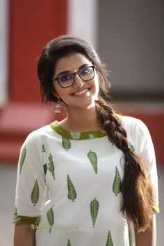 Salwar Designs, Kurti Neck Designs, Dress Neck Designs, Bollywood Actress Hot Photos, Tamil Actress Photos, Beautiful Girl Indian, Most Beautiful Indian Actress, Indian Heroine, Anupama Parameswaran
