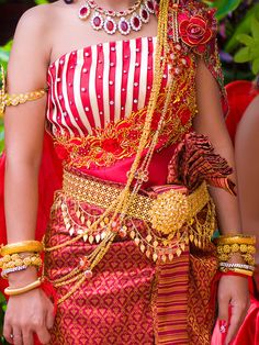 Cambodian wedding dress (I don't love the stripes on top, but the rest is absolutely amazing! Cambodian Wedding Dress, Khmer Wedding, Cute Wedding Ideas, Ethnic Fashion, Traditional Dresses, Fashion Outfits, Wedding Dresses, Wedding Attire, My Style