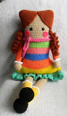 Muñeca cuadrada sobre patrón de eltallerdecoser.blogspot.com #amigurumi #amigurumidoll #crochet