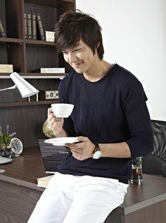 Lee Min Ho, he's thinking of me. Bucket ba ? :D