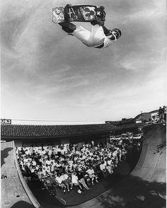 @lesterkasai was usually the guy going the highest back in 1988. Witt's Oceanside Demo. Photo: Brittain #lesterkasai #skatelegends #skateboarding #houseofkasai #trackertrucks #theskateboardmag @theskateboardmag #grantbrittain by jgrantbrittain