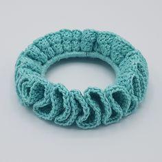 Gratis opskrift på hæklet scrunchie - Rito.dk Single Crochet Stitch, Double Crochet, Easy Crochet, Free Crochet, Sewing Patterns Free, Free Sewing, Crochet Patterns, Free Pattern, Isle Of Man