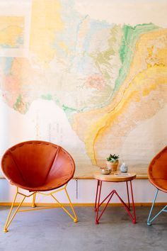 modern family living: map + mod leather chairs Mid Century style chairs - comfort and MCM style Interior Inspiration, Design Inspiration, Design Ideas, Interior And Exterior, Interior Design, Papasan Chair, Modern Family, Decoration, Colorful Interiors