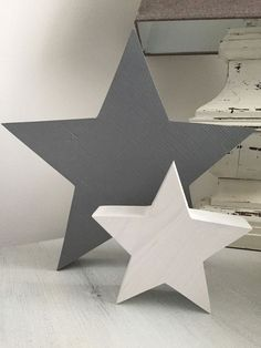 Houten sterren set deco shabby country house vintage grijs witte ster handgemaakt Source by liwilken Orb Chandelier, Shabby, Wooden Stars, Handmade Wooden, Handmade House, Christmas Star, Craft Party, Rustic Decor, Christmas Decorations