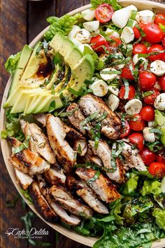 Balsamic Chicken Avocado Caprese Salad is a quick and easy meal in a salad drizzled with a balsamic dressing that doubles as a marinade! Balsamic Chicken Avocado Caprese Salad is a quick and easy meal in a salad drizzled with a balsamic dressing that dou Low Carb Dinner Recipes, Cooking Recipes, Salad Recipes For Dinner, Recipe For 5 Cup Salad, Carb Free Dinners, Recipe Tv, Healthy Summer Dinner Recipes, Healthy Dinner For One, Dinner Party Recipes