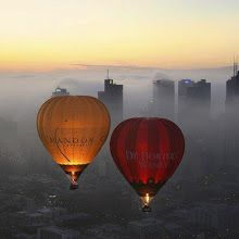 Global Ballooning over Melbourne (by Global Ballooning- Melbourne Yarra Valley) Global Balloonings Chandon and De Bortoli Balloons hover over Melbourne in an early morning summer fog Air Balloon Rides, Hot Air Balloon, Tourism Day, Balloon Flights, Air Ballon, Melbourne House, Melbourne Travel, Melbourne Australia, Beautiful World