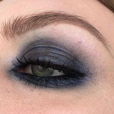 Ahhh I love a glossy eye! Two different lightings to show the effect 😌 #illamasqua - liquid metal in superior, #maccosmetics - technakohl liner in graphblack, lipglass in new galaxy & in extreme dimension 3D black mascara #makeup #makeupartist #wakeupandmakeup #instamakeup #inssta_makeup #beautytalk #talkthatmakeup #blendthatshit #fiercesociety #pennold #leighdicksonartistry #pixiwoo #nikkietutorials #lindahallberg #jkissa #batalash #ssssamanthaa #dominiqueldr #dirtymelodies #naye0na…