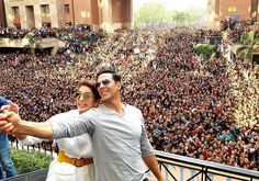 Selfie Time : #AkshayKumar and #HumaQureshi promoted their movie, #JollyLLB2 at Amity university.