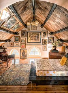 Attic Rooms, Guest Bed, Guest Room, Cozy Place, Lofts, Elle Decor, Home Design, Interior Design, My Dream Home
