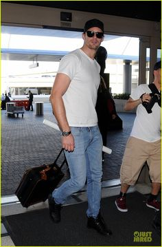 alexander skarsgard true blood adds riley smith to season 7 02 Alexander Skarsgard carries his own luggage while catching a flight out of LAX Airport on Tuesday (March 4) in Los Angeles.    A few weeks ago, the 37-year-old Swedish…