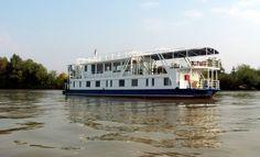 În Delta Dunării vă puteți caza într-un 🚢hotel plutitor de lux. Ce poate fi mai frumos decât să dormi, să mănânci și să te distrezi pe apă? 👍 #viziteazadelta